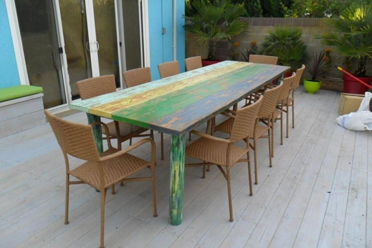 Mesas de madeira rústicas em ambientes criativos