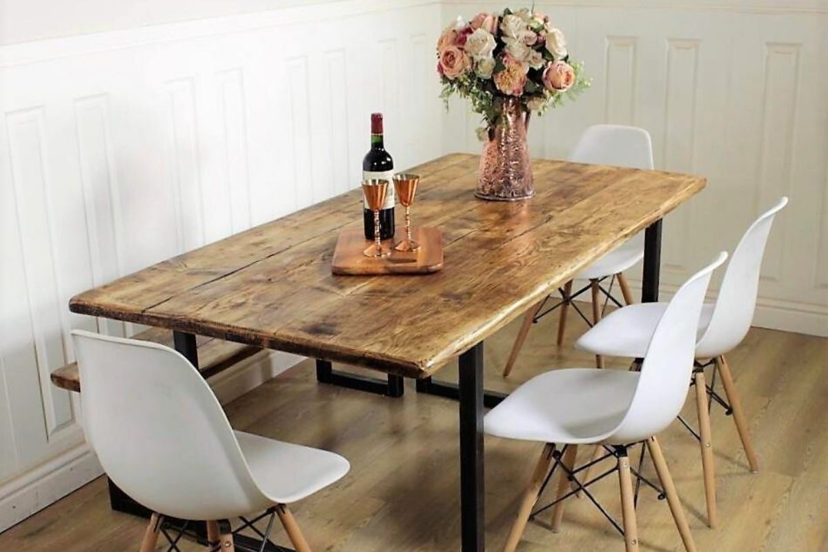 Por que decorar com uma mesa de madeira rústica_