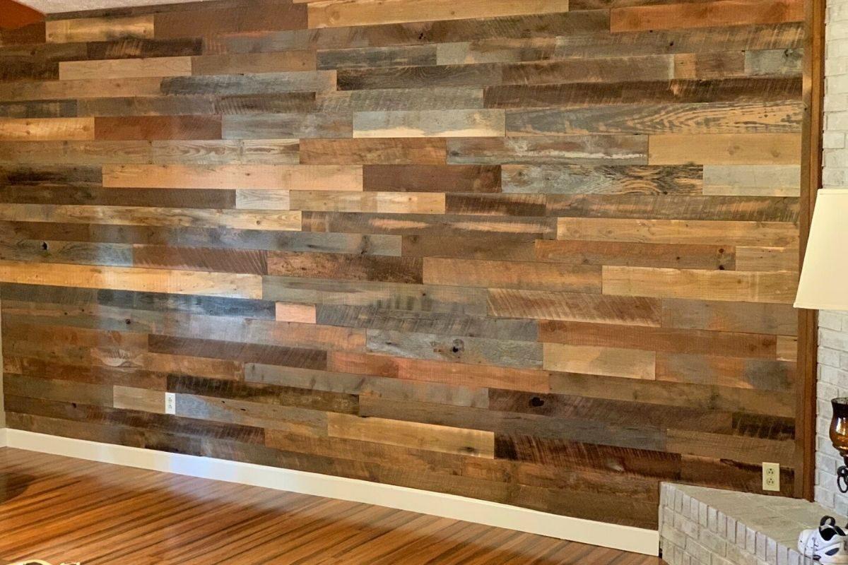 Revestimento com madeira de demolição