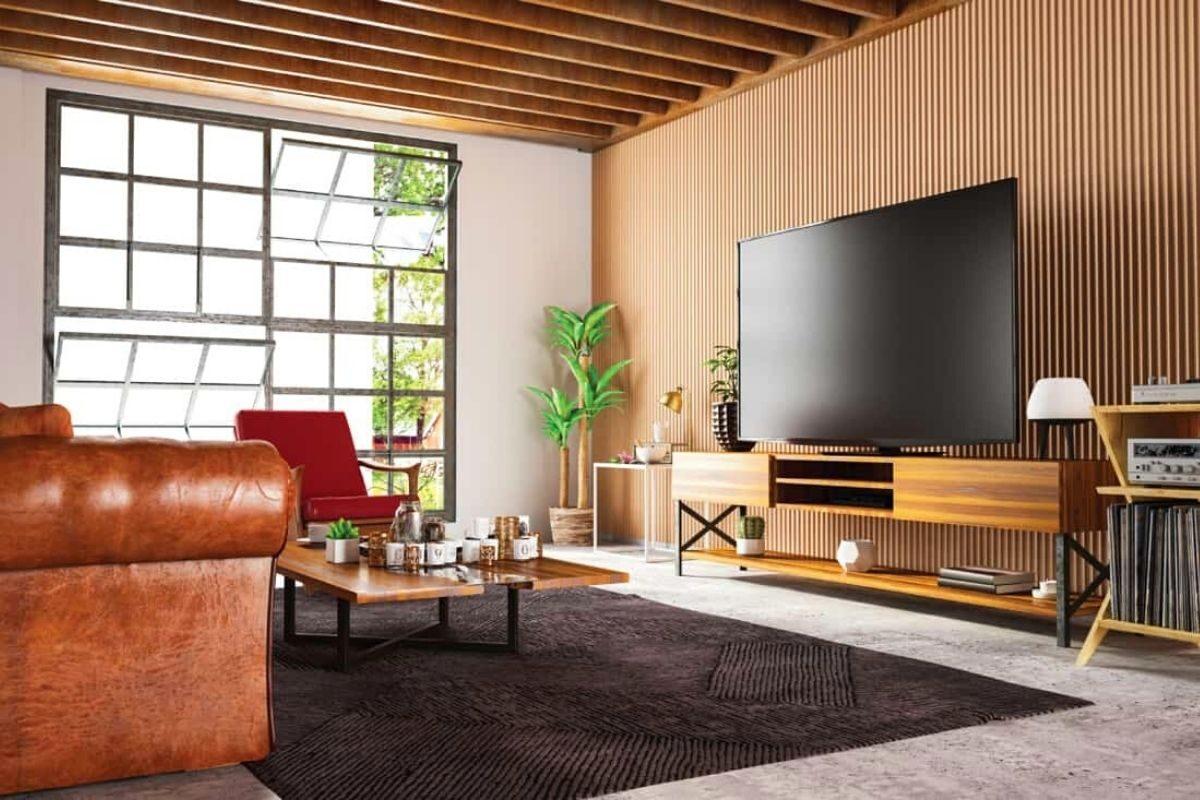 Sala de estarcom parede de madeira