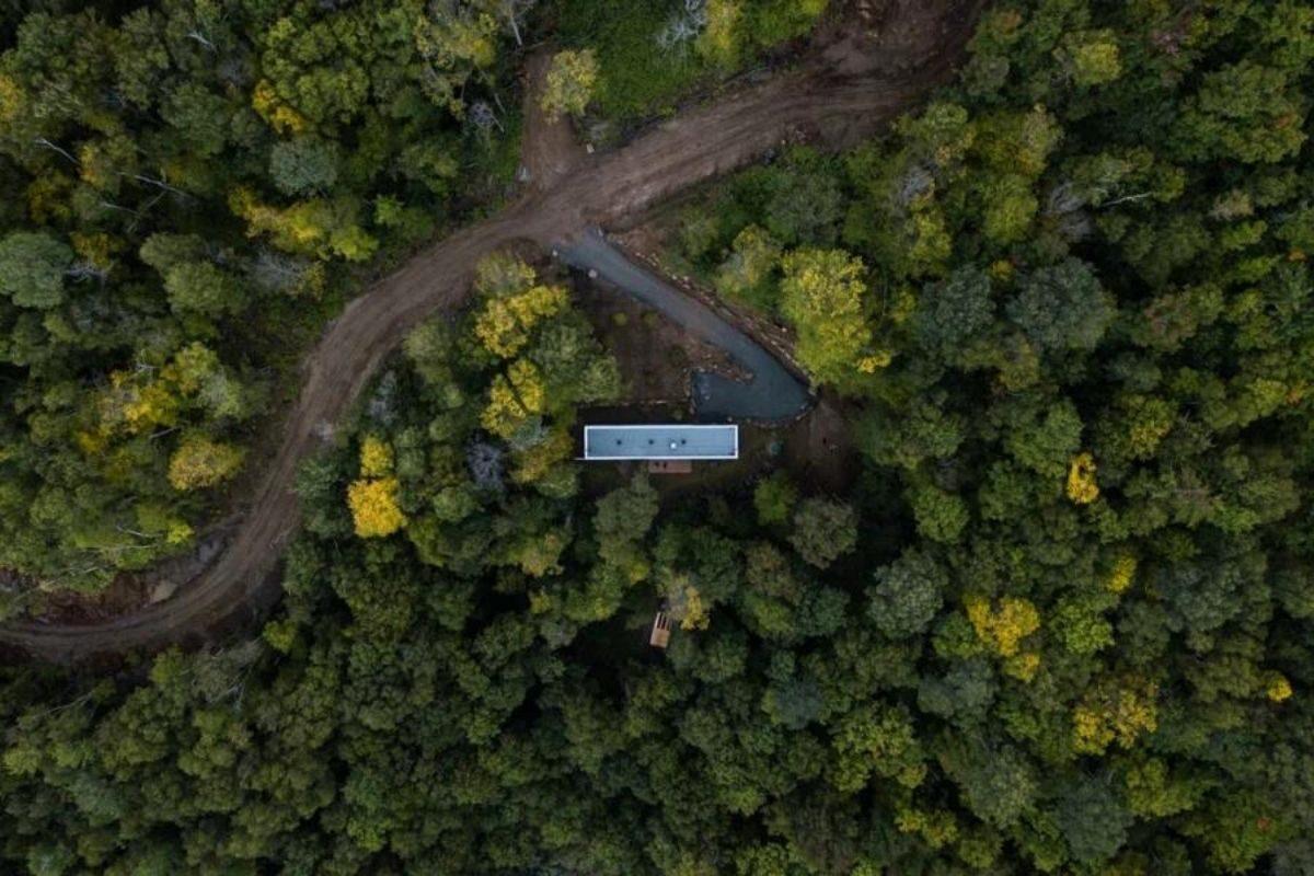 cabana de madeira hotel plantio de árvores foto 3