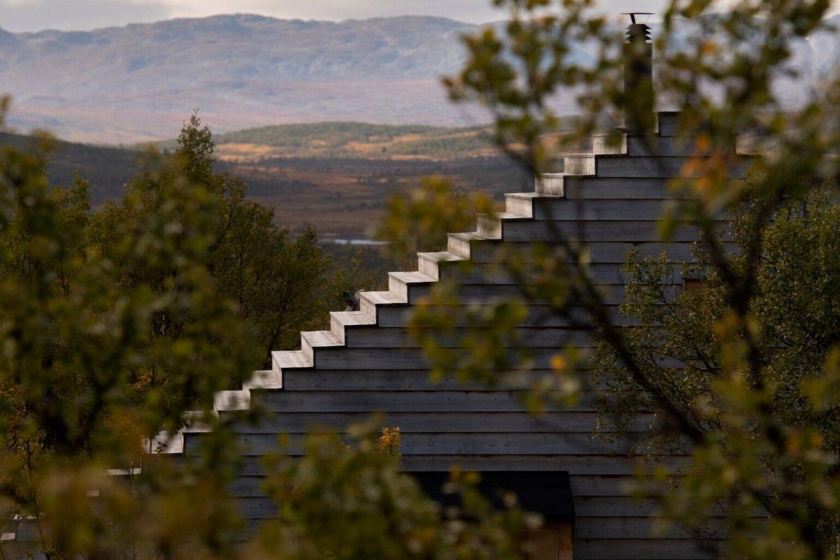 casa de madeira com telhado multifuncional foto 4