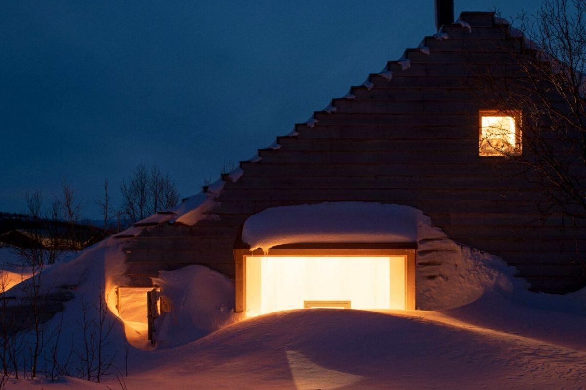 casa de madeira com telhado multifuncional foto 6
