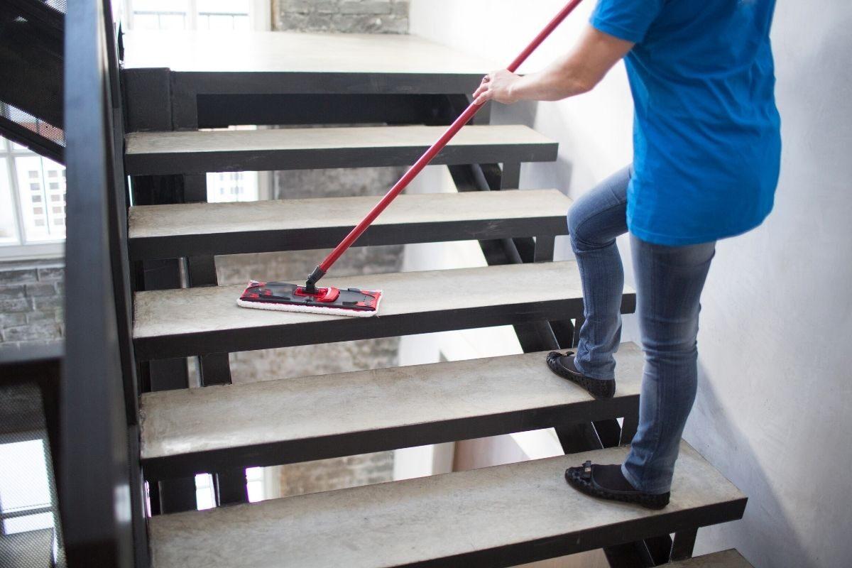 comece limpando de cima para baixo