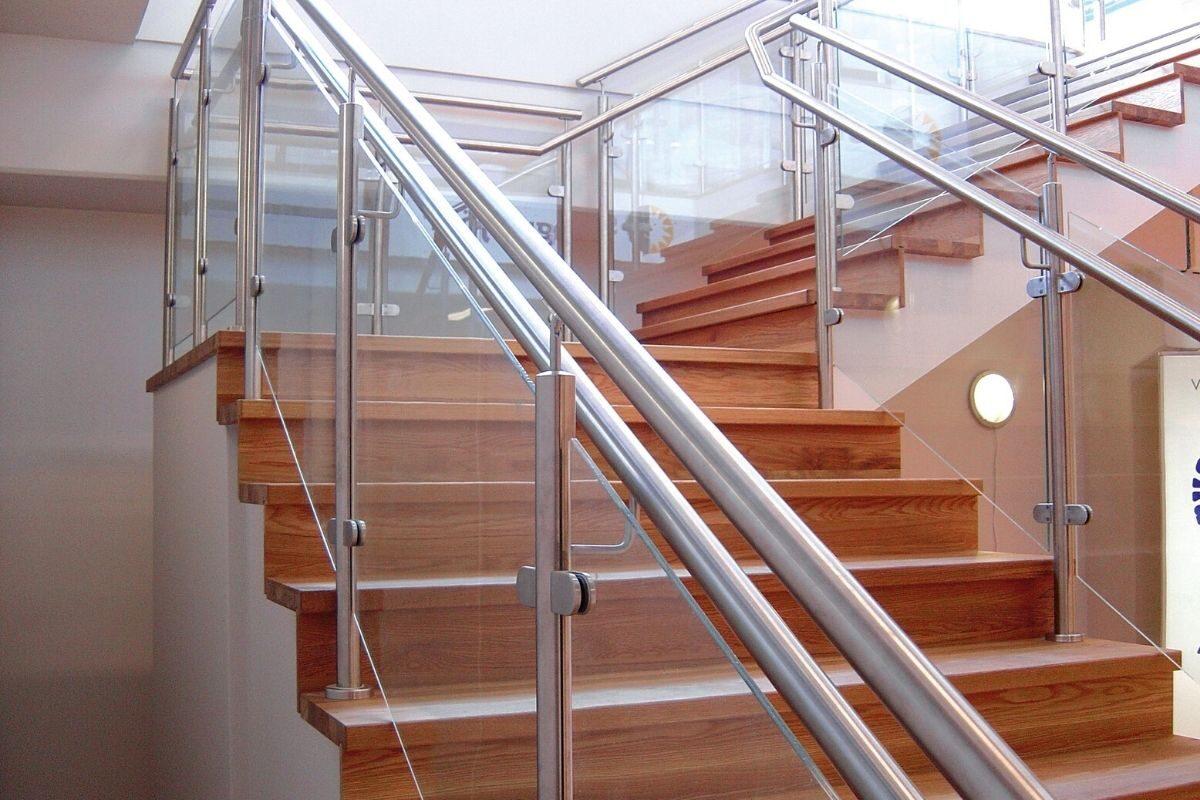escada com Corrimão de inox