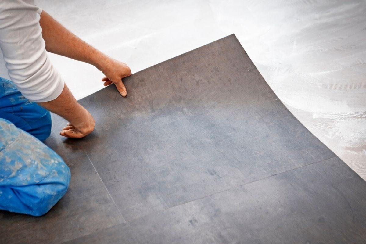 piso vinílico de madeira