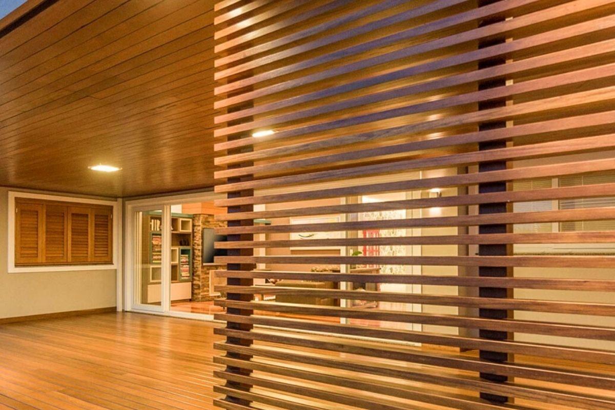 Brise de madeira interno e externo