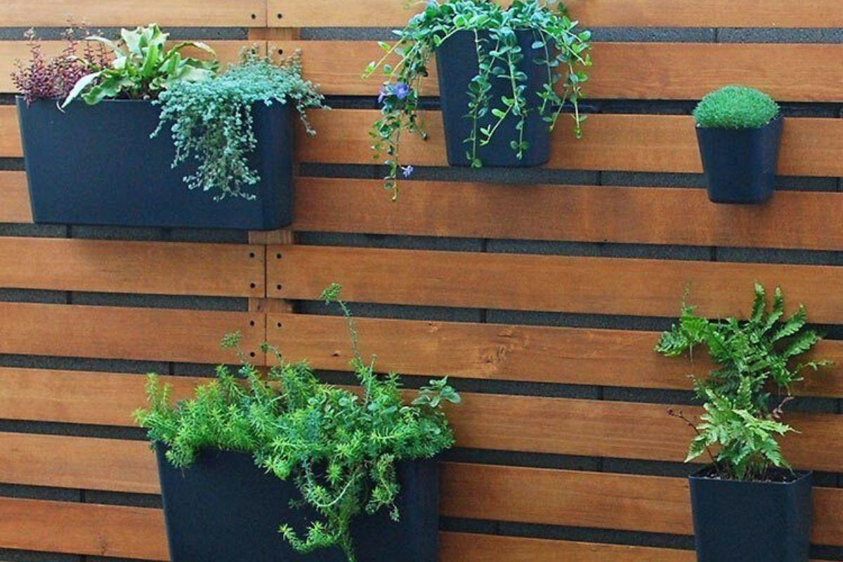 Como fazer um suporte de madeira para as plantas no formato pendurado passo-a-passo