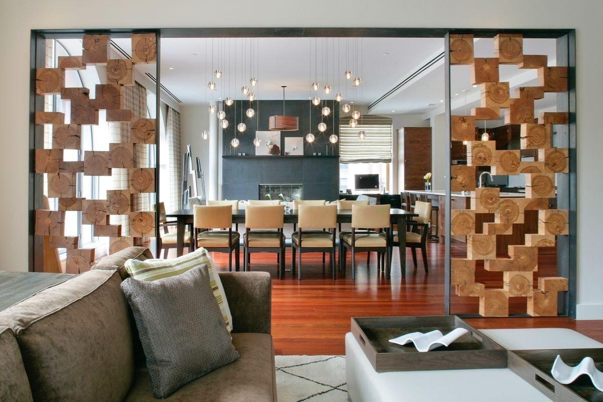 Divisória de madeira na sala