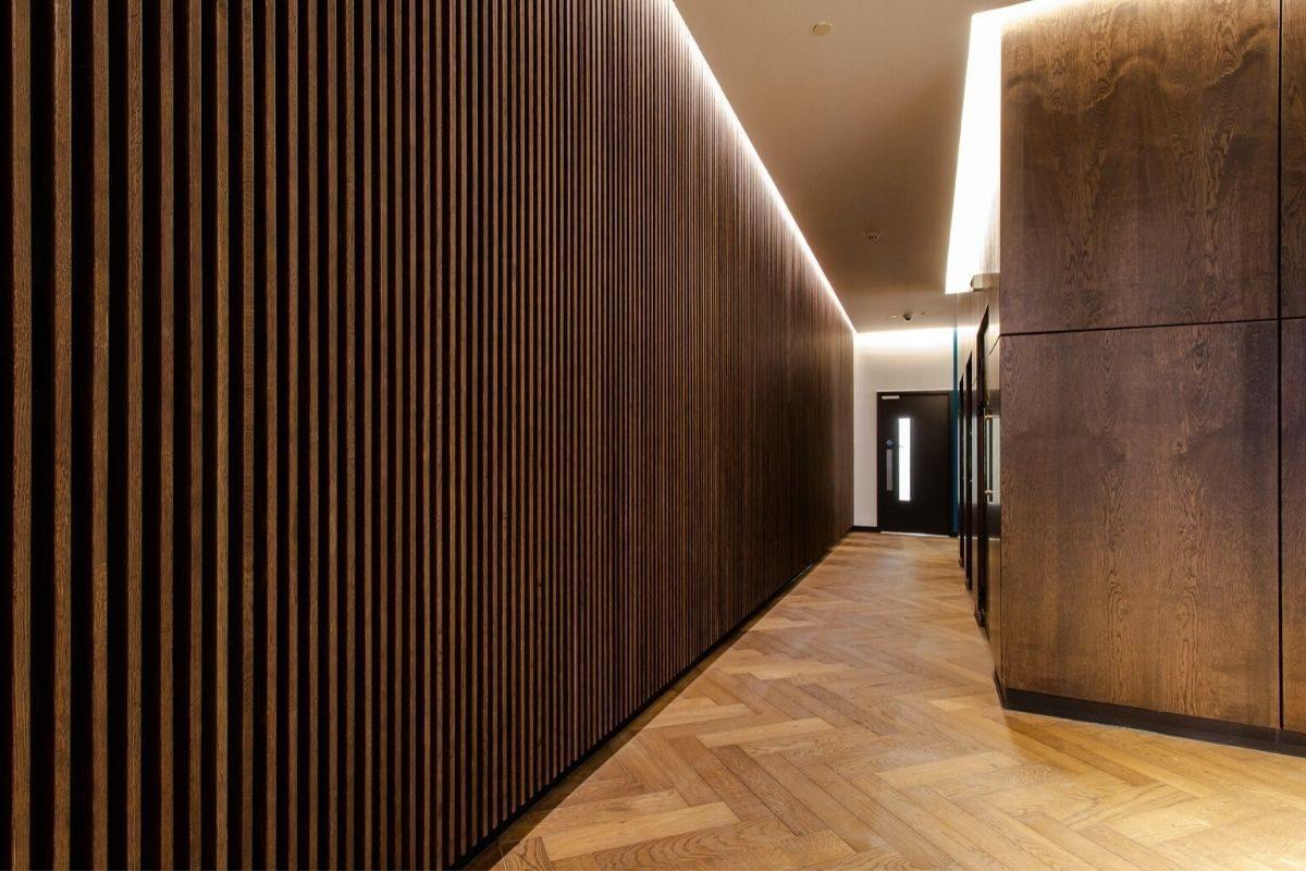 Ideia 4_ painel ripado de madeira para destacar hall de entrada