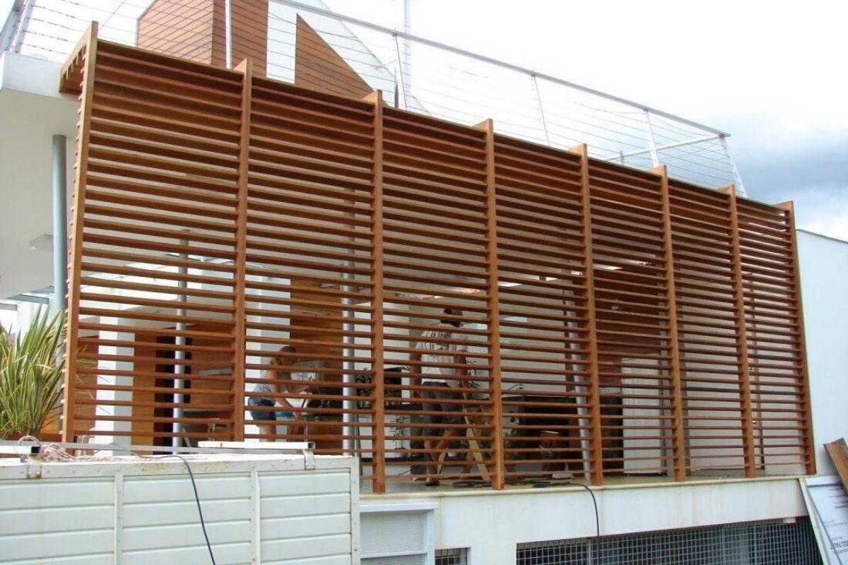 Modelo 4_ brise de madeira externo em toda a parede