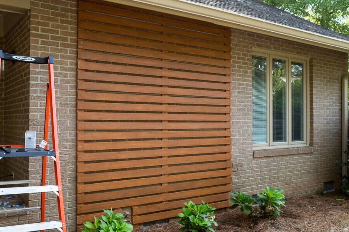 Painel ripado de madeira externo