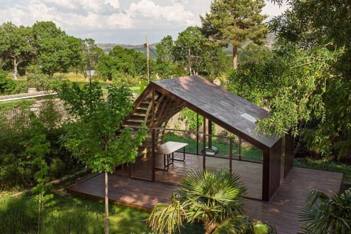 cabana de madeira e metais foto 1