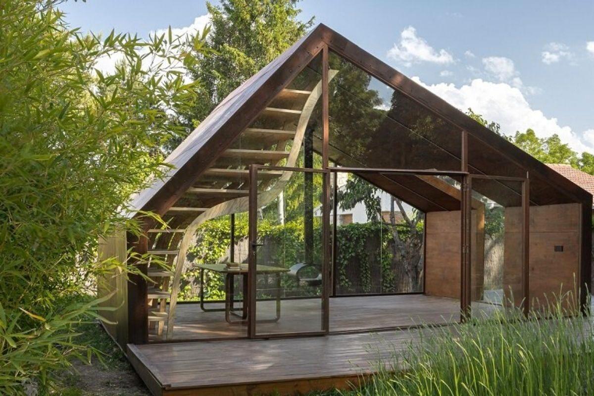 cabana de madeira e metais foto 2