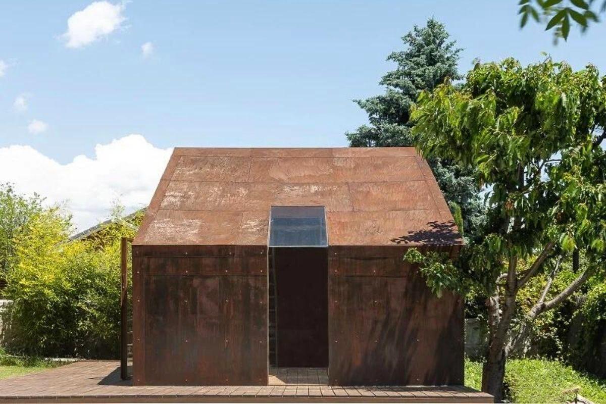 cabana de madeira e metais foto 4