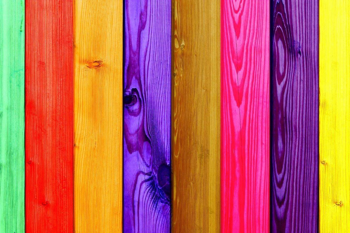 pinte a madeira colorida