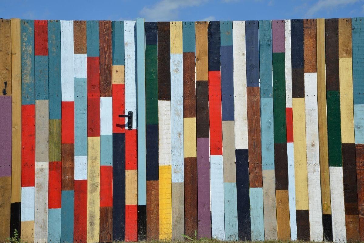 pinte a madeira de demolição