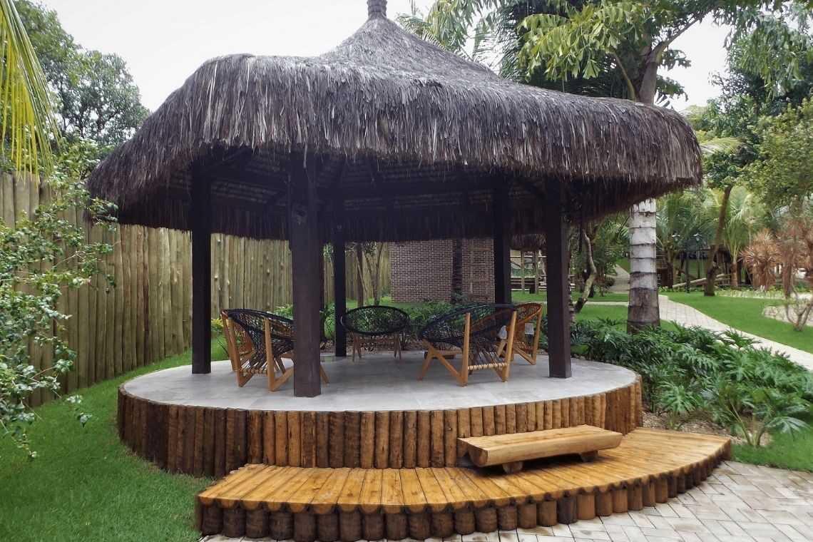 2. Quiosque de madeira para casas com deck