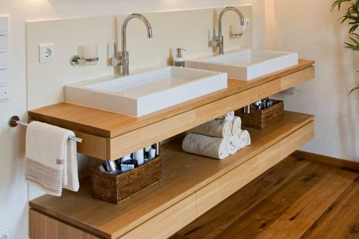 Bancada de madeira no banheiro de madeira 2