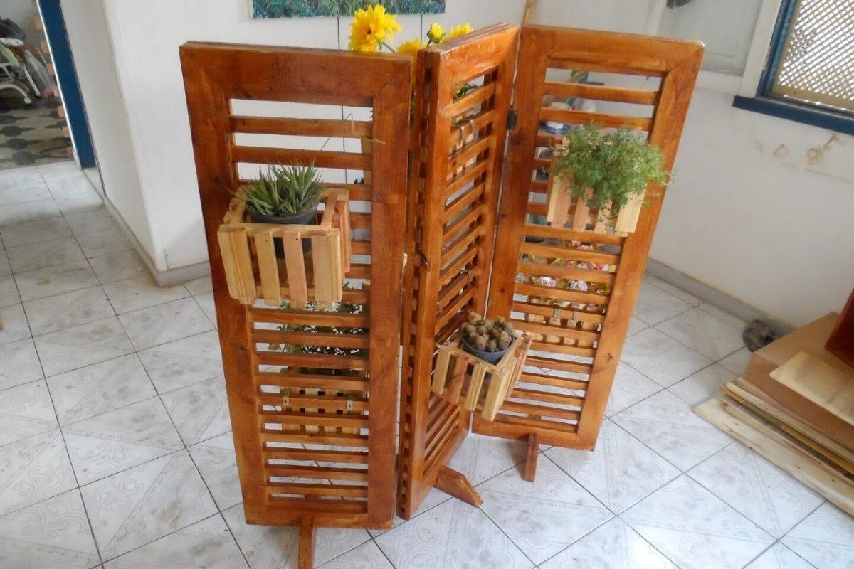 Biombo com vasos de plantas