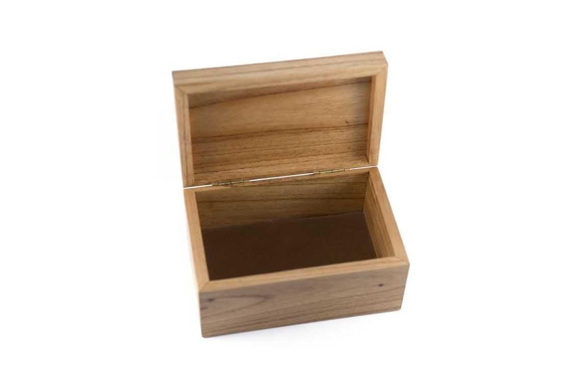 Caixa de madeira lisa