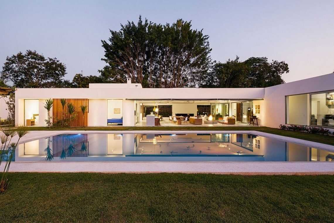 Casa em L com varanda