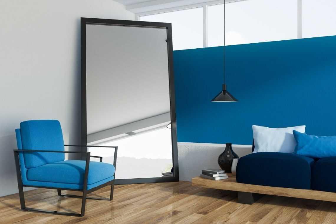 Coloque espelhos na casa pequena com 2 quartos