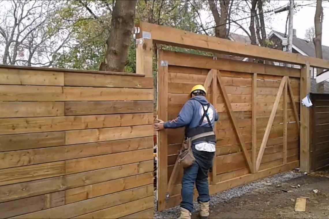 Cuidados com portão de madeira de correr