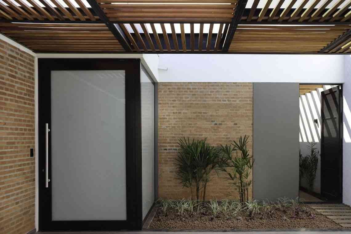 Garagem de madeira com estrutura de aço