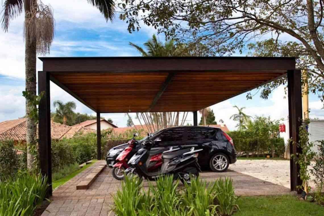 Garagem de madeira com pilares de aço