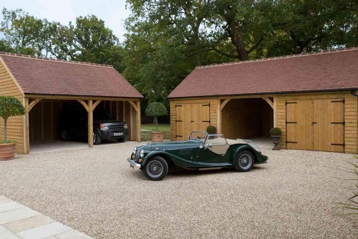 Garagem de madeira em formato de arco