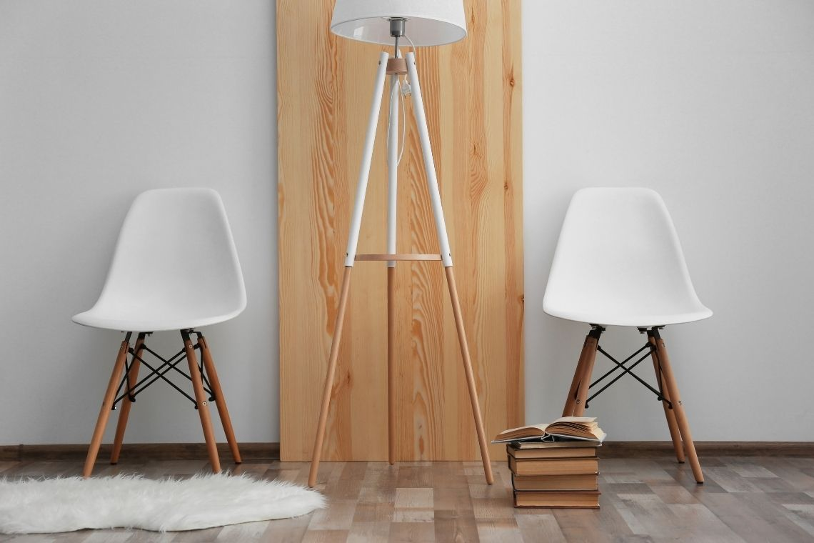 Luminária de madeira na sala de estar moderno