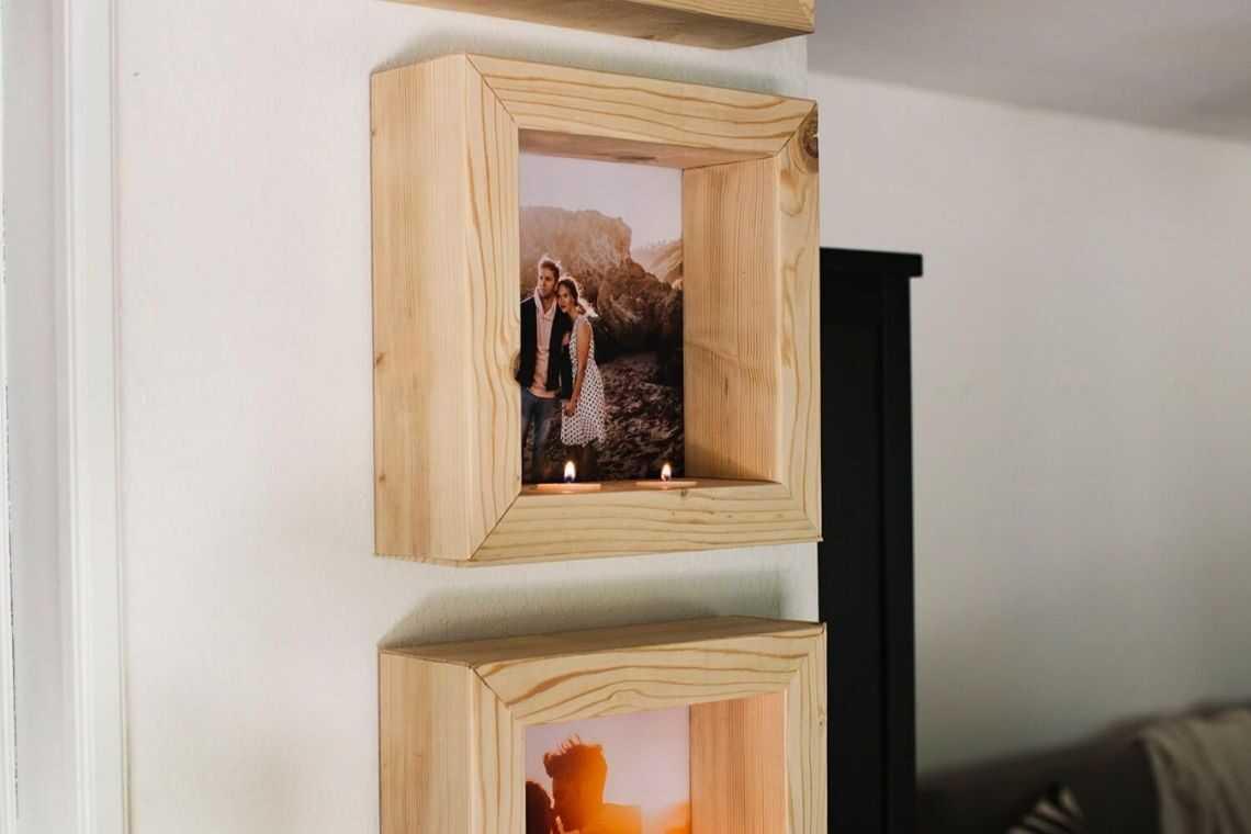 Porta-retratos combinados com nichos de madeira