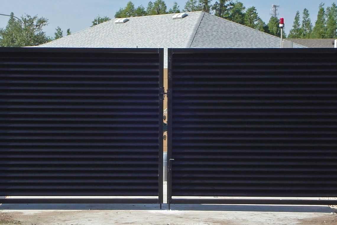 Portão de alumínio de duas folhas de abrir