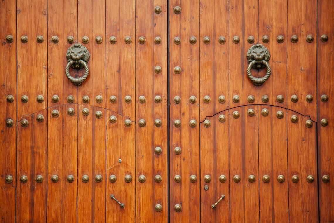 Portão de madeira clássico