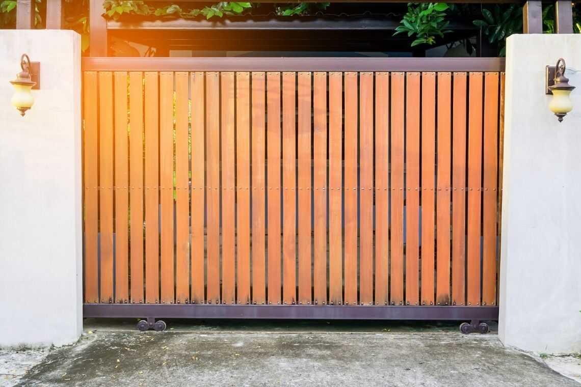 Portão de madeira clean