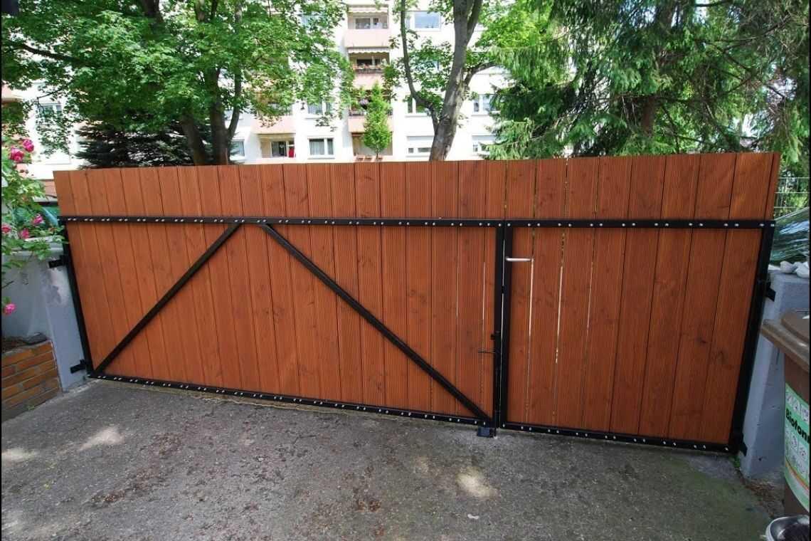 Portão de madeira de correr manual