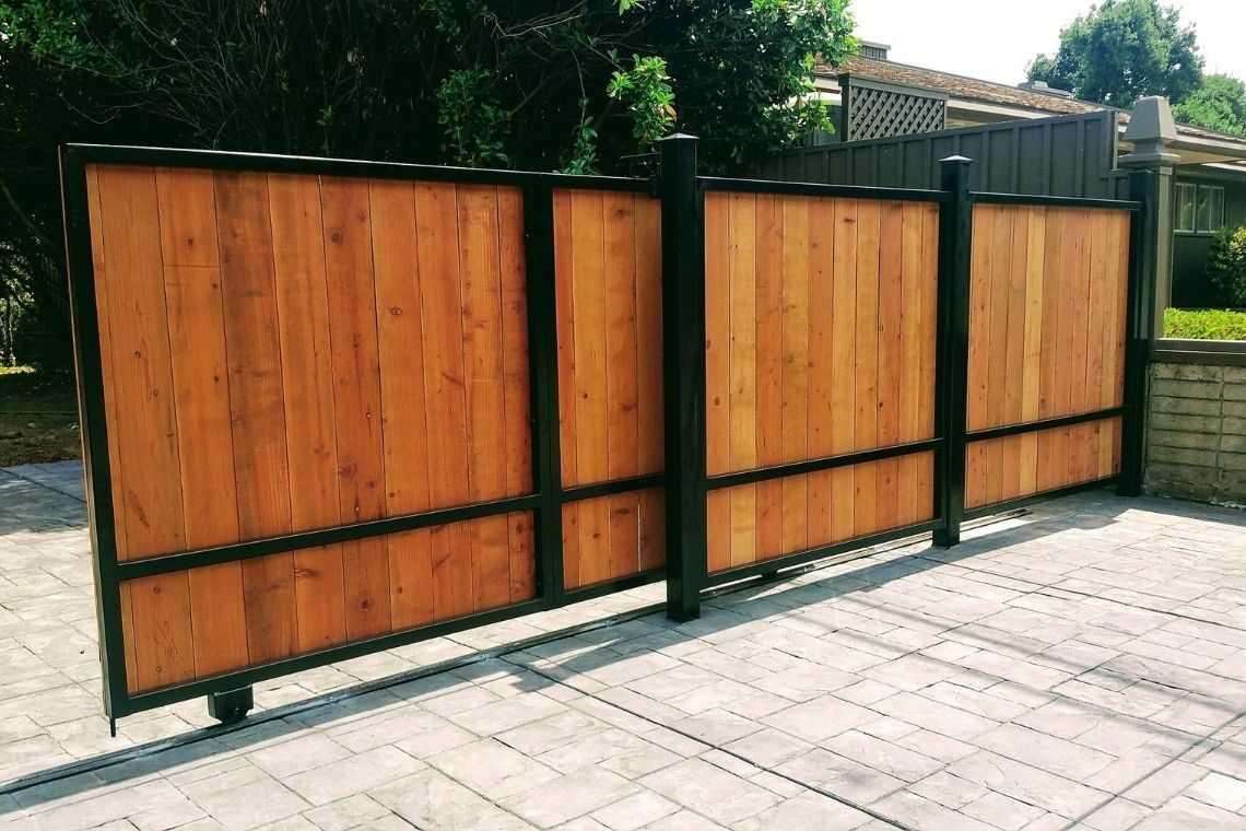 Portão de madeira de correr para garagem