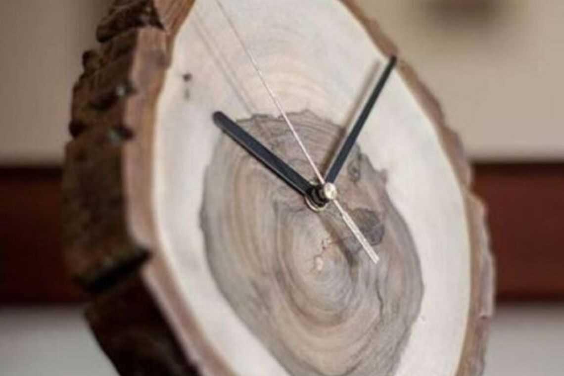 Relógio de madeira rústico