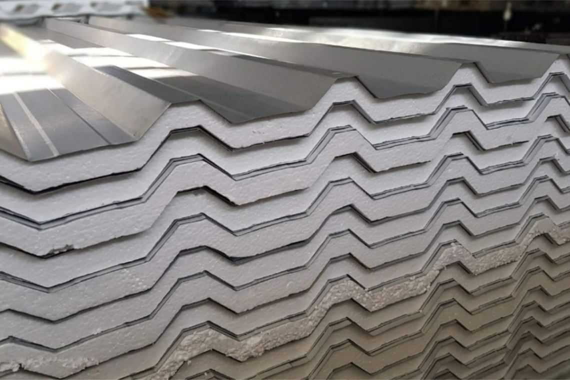 Telha de alumínio com isopor (sanduíche)