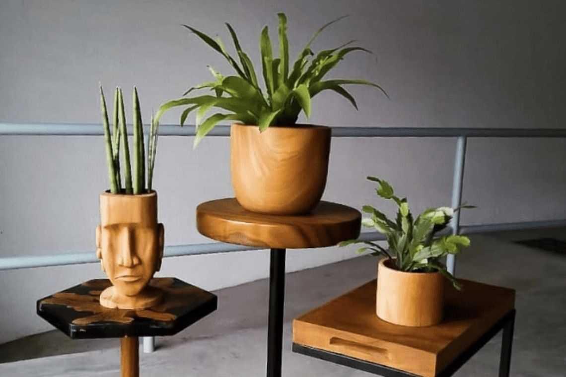 Vaso de madeira para quiosque rústico
