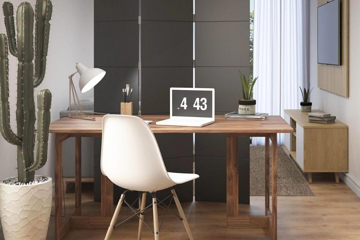 biombo de madeira no escritório