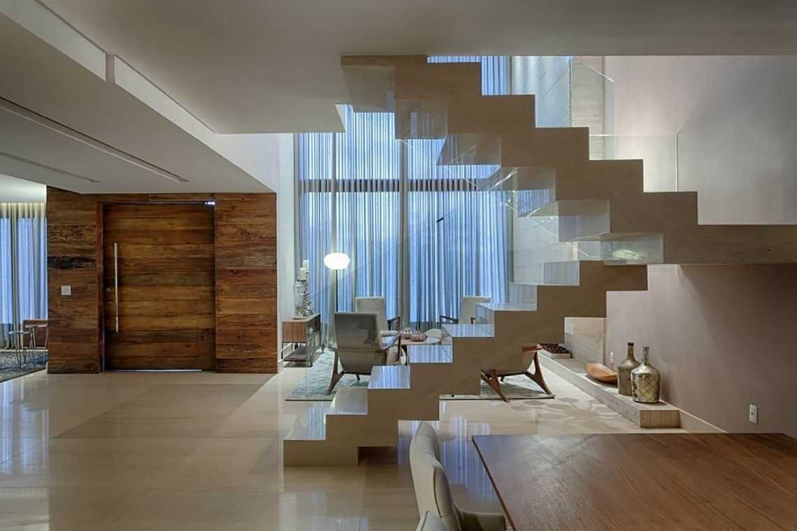 """Escada em """"U"""""""
